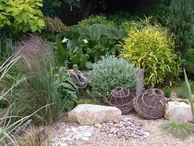 mediterraner Garten - filziges Hornkraut, Bodendecker Bambus, Gräser - vorgarten gestalten mit kies und grasern