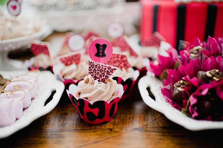 Plaquinhas no palito e wrappers para cupcakes lindíssimos