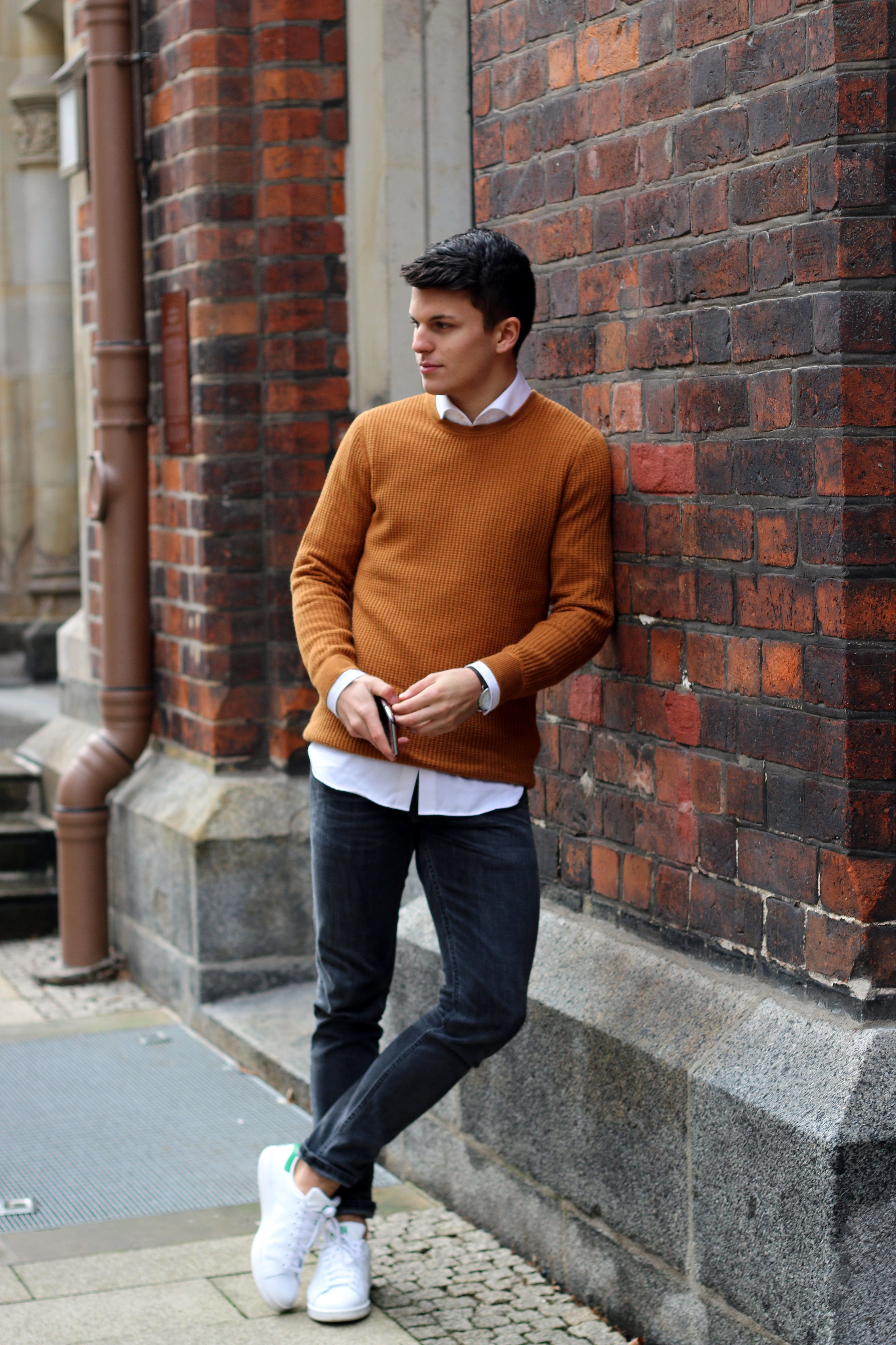 Nice fall outfit inspiration with stan smith sneaked brown