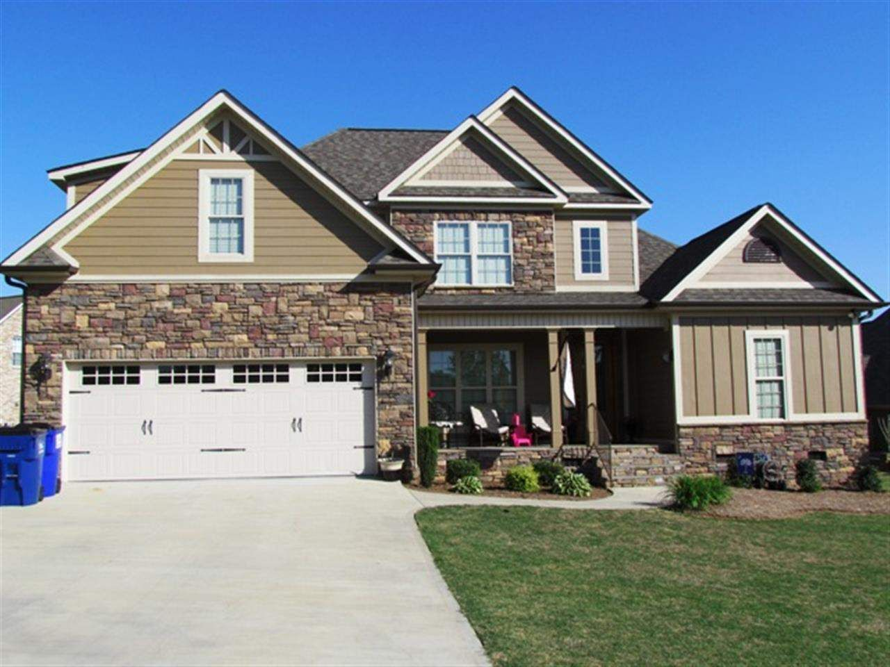 Property 608 Belle Terre Court, Inman , 29349 has 3 bedrooms, 2.0 bathrooms with 2200 square feet.