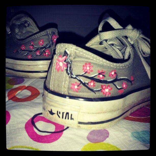 Coloured old sneakers with cherry blossoms diy my diys coloured old sneakers with cherry blossoms diy cherry blossom artshoe designsgirls solutioingenieria Gallery