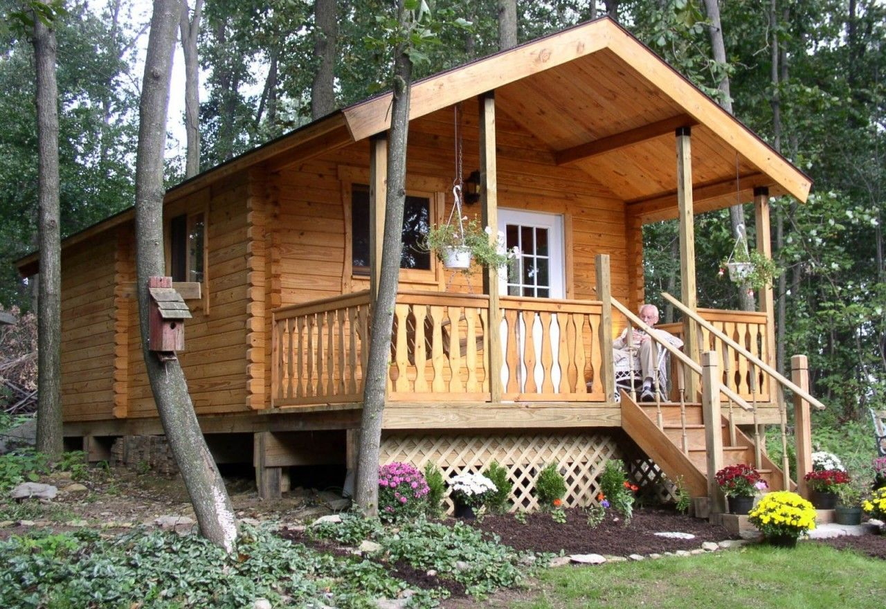 Tiny Home Designs: Small Log Cabin Front Porch View
