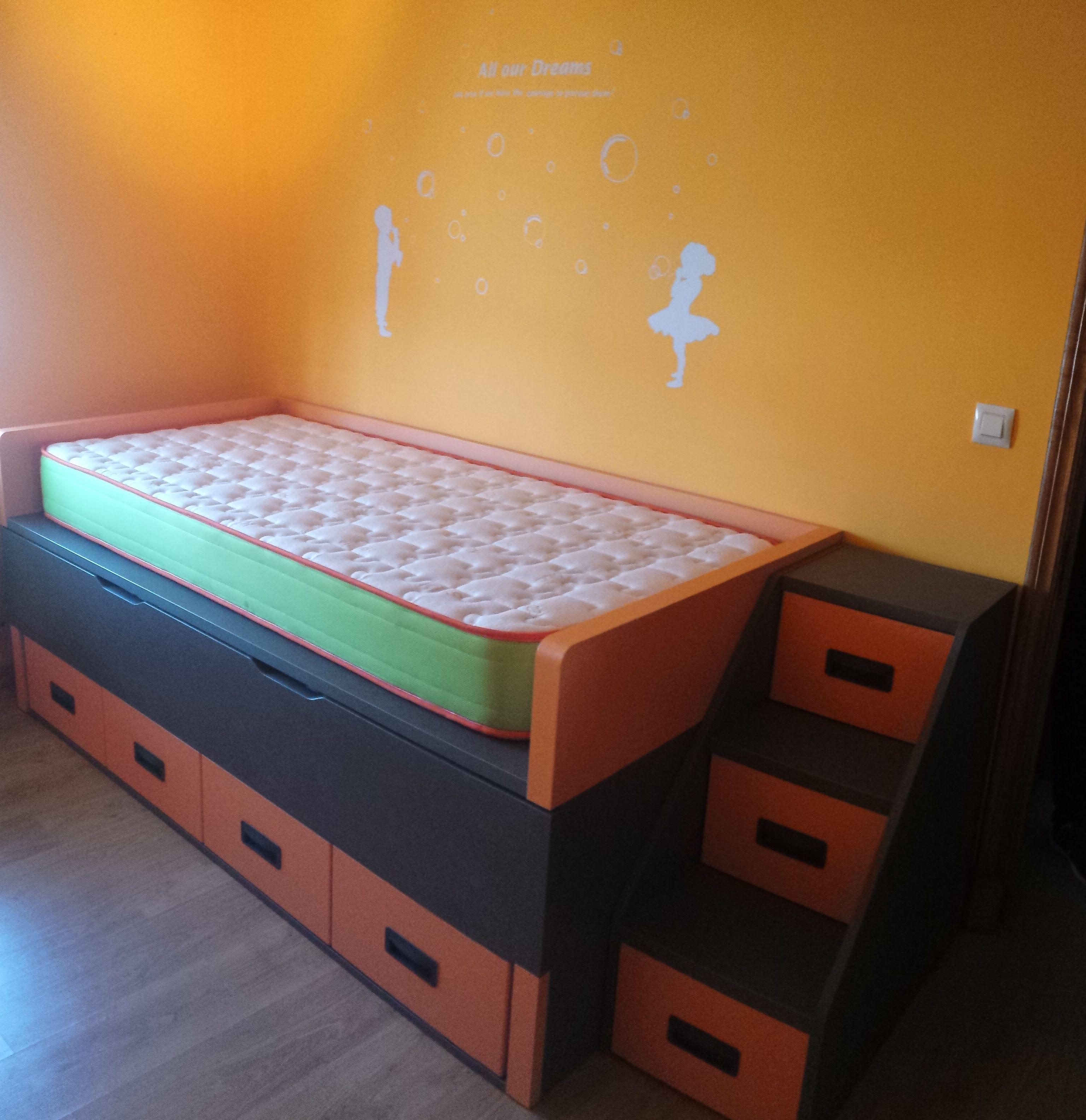 Compacto 2 camas de 90x190 + 4 contenedores. Escalera 1 contenedor