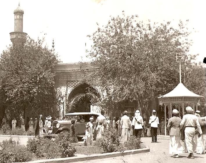 Outside The Abu Hanifa Mosque Al Adhamiyah Modern Baghdad In 2020 Baghdad Baghdad Iraq Abu Hanifa