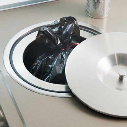 Une Poubelle Encastrée Pour Une Petite Cuisine Darty Le Plan - Poubelle de meuble cuisine pour idees de deco de cuisine