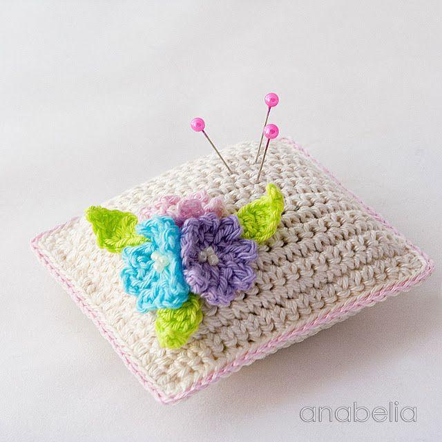 Pequeño acerico flores de ganchillo por Anabelia Craft Diseño ...