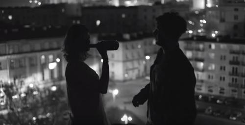 Pin By Manon Fargetton On Future Nostalgia Couple Silhouette Paris At Night Black And White Photography