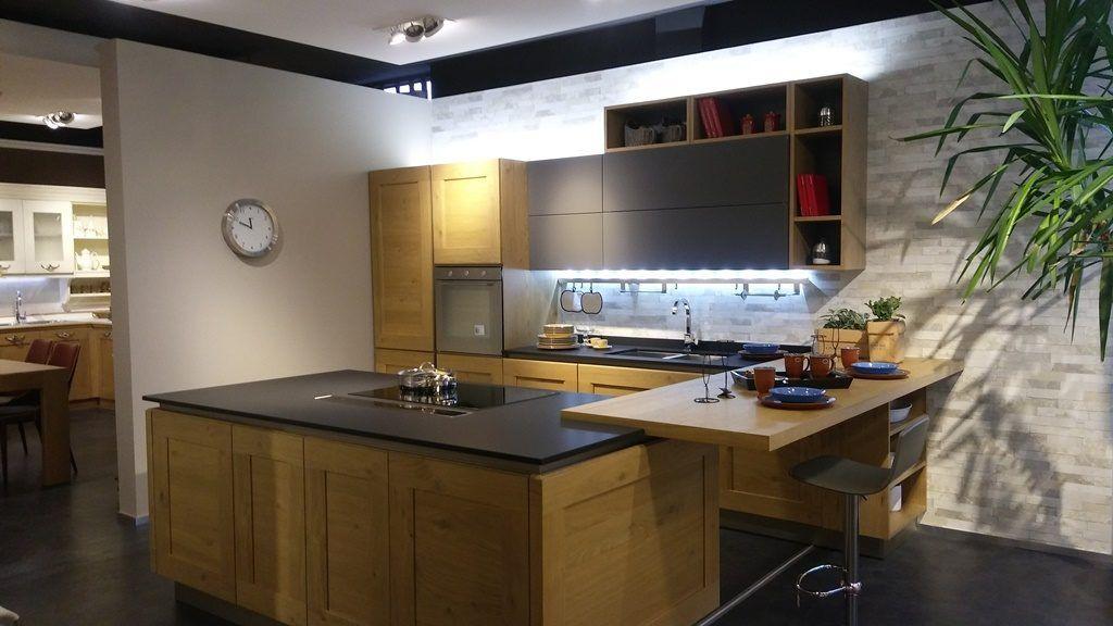 cucina isola centrale con piano induzione e cappa a scomparsa ...