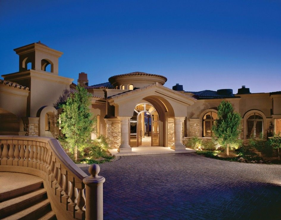 Architecture Single Story Tuscan Luxury Home Plan With Front Yard Garden And Drive Way Building