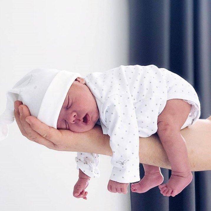 """, ECHTE MAMAS on Instagram: """"Unglaublich, wo Babys überall schlafen können, oder? ?? . Folgt uns doch auch bei @echtemamassprueche . pic by @carolinedemir . #baby…"""", My Babies Blog 2020, My Babies Blog 2020"""