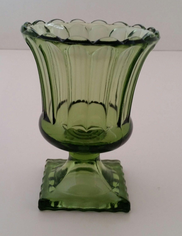 Green glass urn vaseolive green glass urn pedestal vaseavocado green glass urn vaseolive green glass urn pedestal vaseavocado green glass urn reviewsmspy