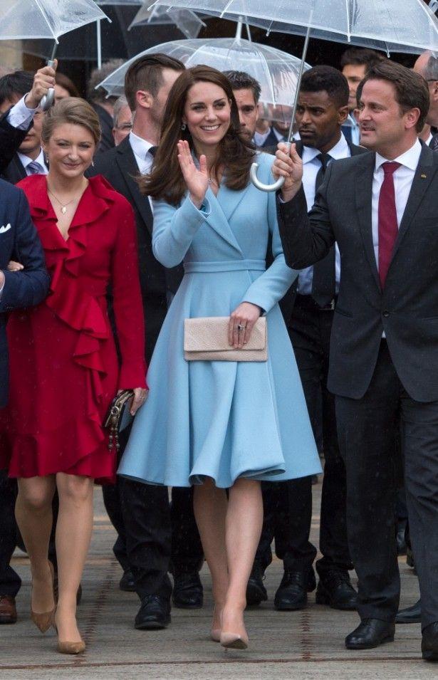 16e21eb7fe1a7 画像(2 4) キャサリン妃、フィラー顔でもブルーのコート姿が過去最高に ...