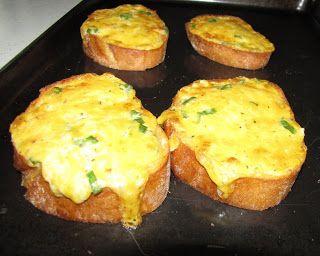 Homemaking Pilgrim: Golden Garlic Bread