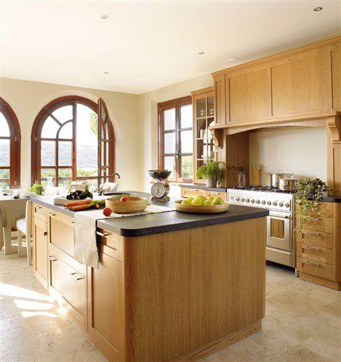 9 cocinas muy cálidas con muebles de madera | Cocina de madera ...
