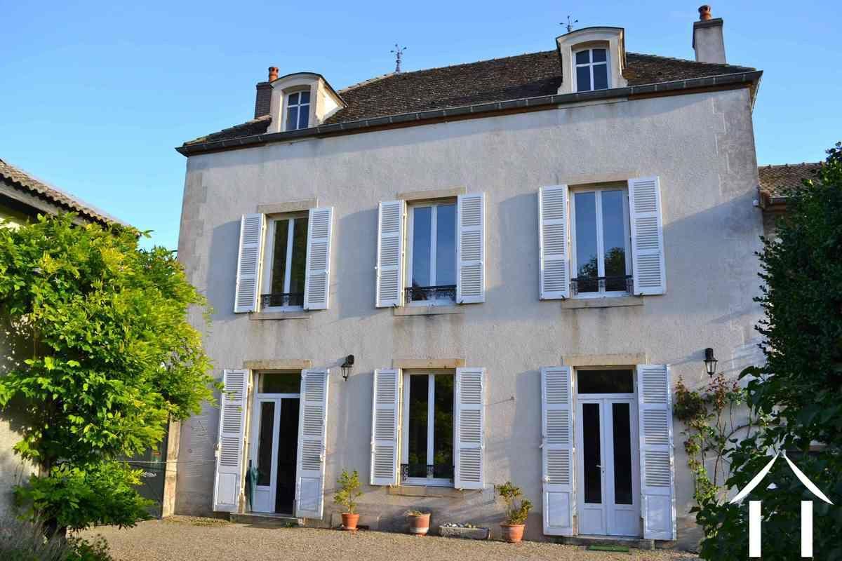 Maison De Maitre A Vendre Meursault Bourgogne 5771 France4u Eu Maison De Maitre Facade Maison Maison
