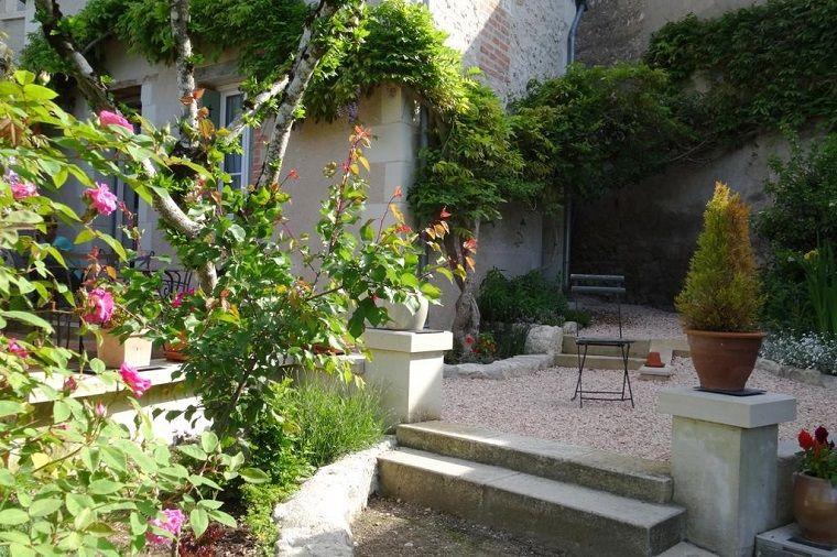 Pavimentazione giardino con ghiaia tante piante da giardino fiorite e alberi giardino pinterest - Piante e alberi da giardino ...