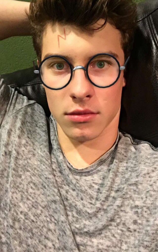 Pin By Thư Trần On Shawn Mendes Shawn Shawn Mendes Mendes