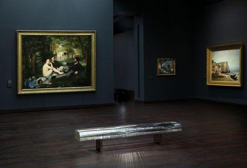 Liquid bench at Musee d'Orsay. The work of artist Tokujin Yoshioka
