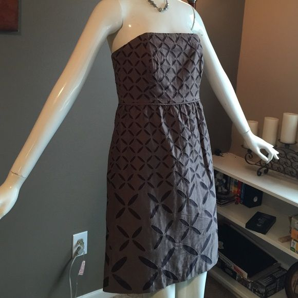 J Crew Dress This is a beautiful dress it is 100% cotton and is lined in a brown it is brown and dark brown in design and zips on the side. It also has pockets. I love that! J. Crew Dresses Midi