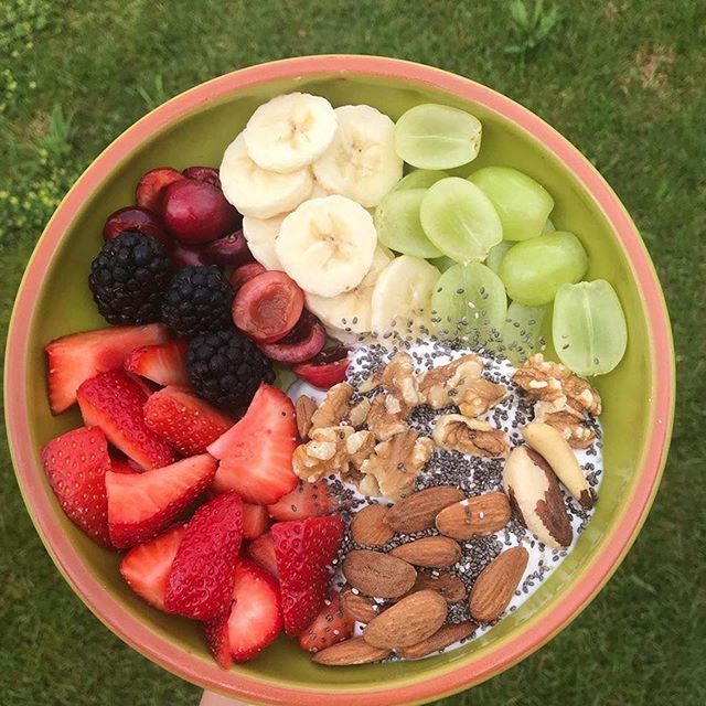 I do love my meals as colorful as it can get. —————————— This bowl is a delight delicious breakfast bowl !😍 ———————————- 😍 blackberries , grapes, strawberries, cherries, banana, sweetened curd, chia seeds, walnuts, brasil nuts & almonds