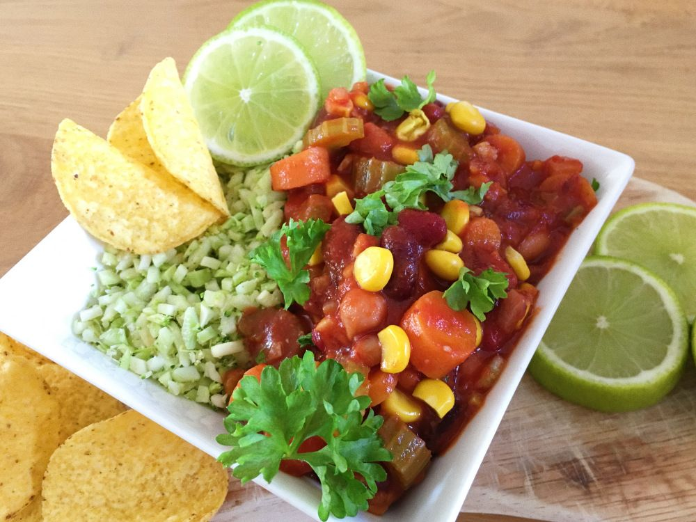 Vegan Low Carb Chili with colliflower rice Low carb