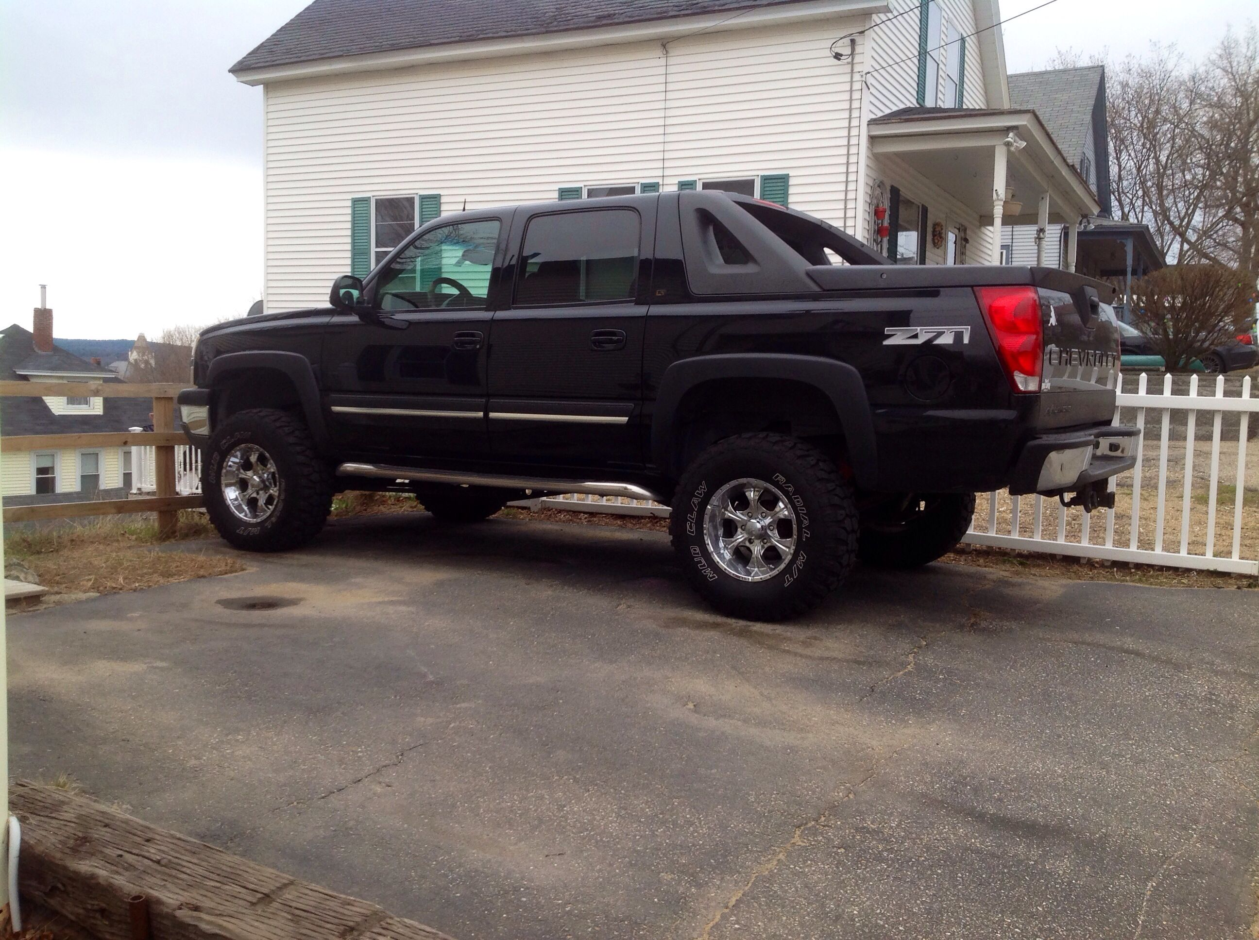 Pretty hubby s 05 lifted chevy avalanche