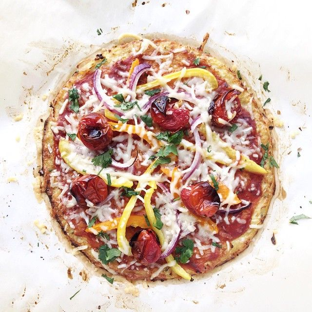 """""""Friday night naturally means pizza night around here.. Anyone else ?? This cauli-crust pizza never disappoints + always satisfies the craving. I'll post…"""""""