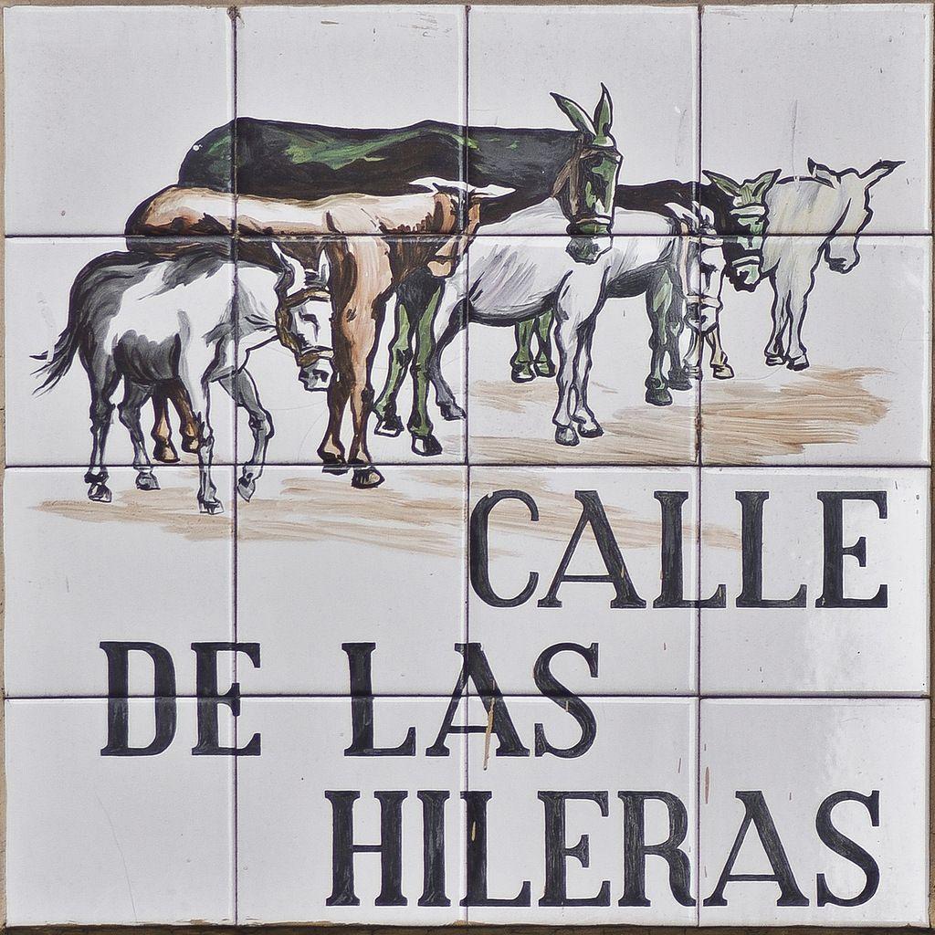 Resultado de imagen de azulejos calles de madrid hileras