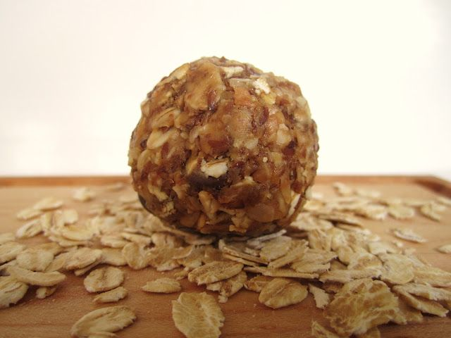 """Oatmeal Energy Bites - If you know me well, you know not to mess with me when I'm hungry. I go from sorta hungry to """"oh-my-goodness-i-feel-fatigue-and-will-drop-over-and-die-now-unless-you-can-feed-me-NOW"""" in a matter of minutes/seconds. No joke. So to all my  family members or friends that have seen me like that...sorry"""