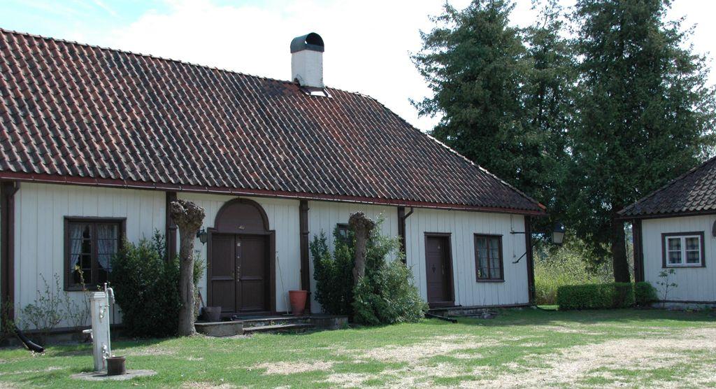 Riddergården i Hønefoss (våningshuset). Riddergården er en komplett løkkegård fra 1700-tallet.