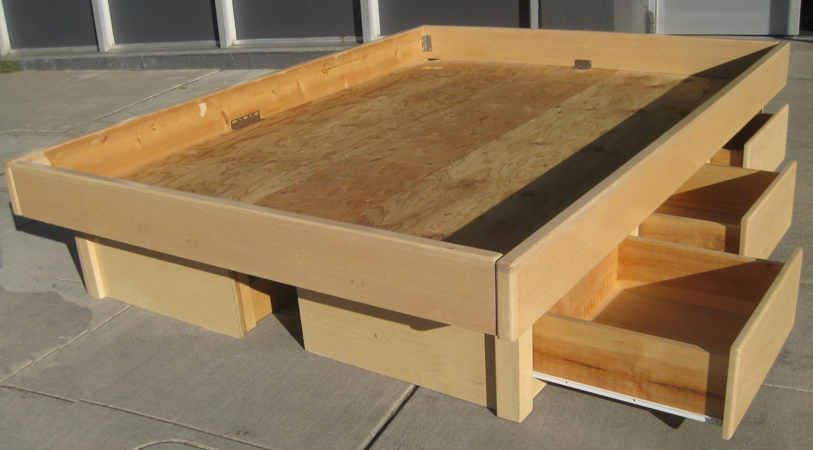 DIY platform bed frame Queen Bed Plans with Drawers http