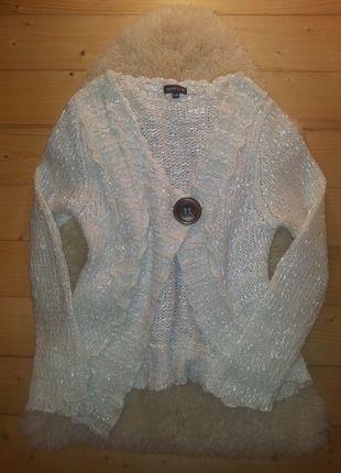 Įsigyk mano drabužį #Vinted http://www.vinted.lt/moteriski-drabuziai/uzsegami-megztukai/17311488-asimetriskas-baltas-blizgus-meztinis-su-saga