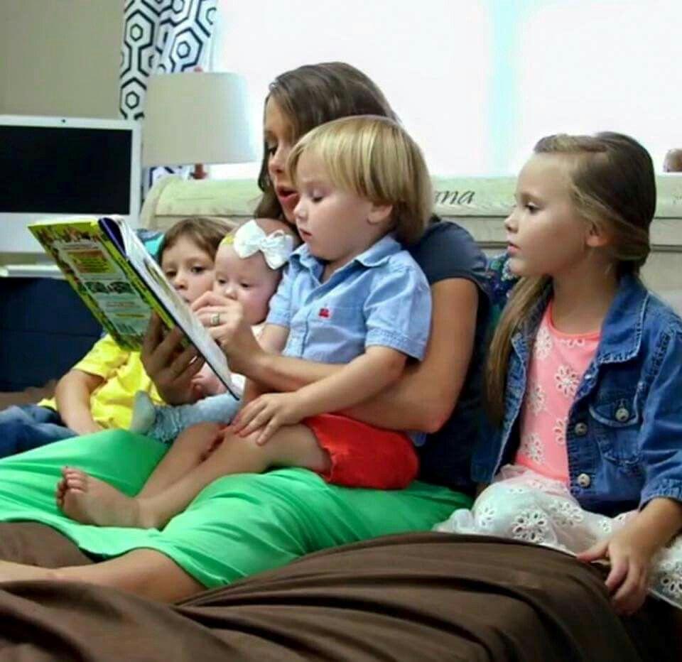 Anna with her 4 children Mackynzie Michael Marcus & Meredith