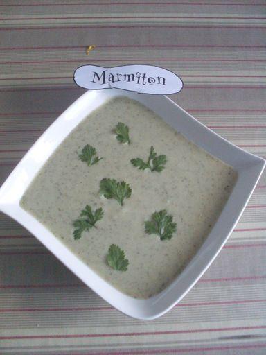 Potage glacé au concombre et au lait de coco - Recette de cuisine Marmiton : une recette