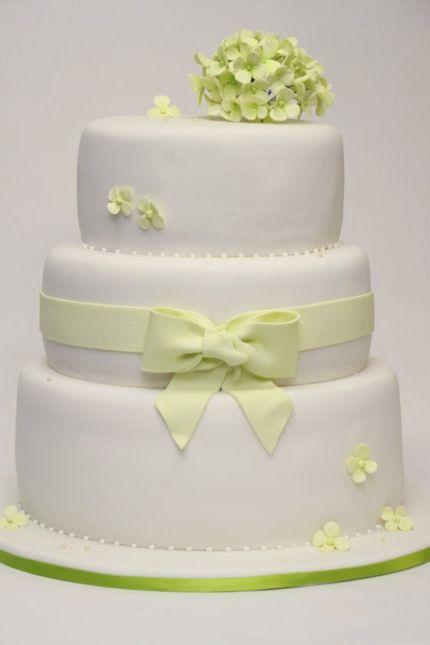 v 3 st ckige hochzeitstorte oval cremewei mit gr ner hortensienbl te edel schlicht wedding. Black Bedroom Furniture Sets. Home Design Ideas