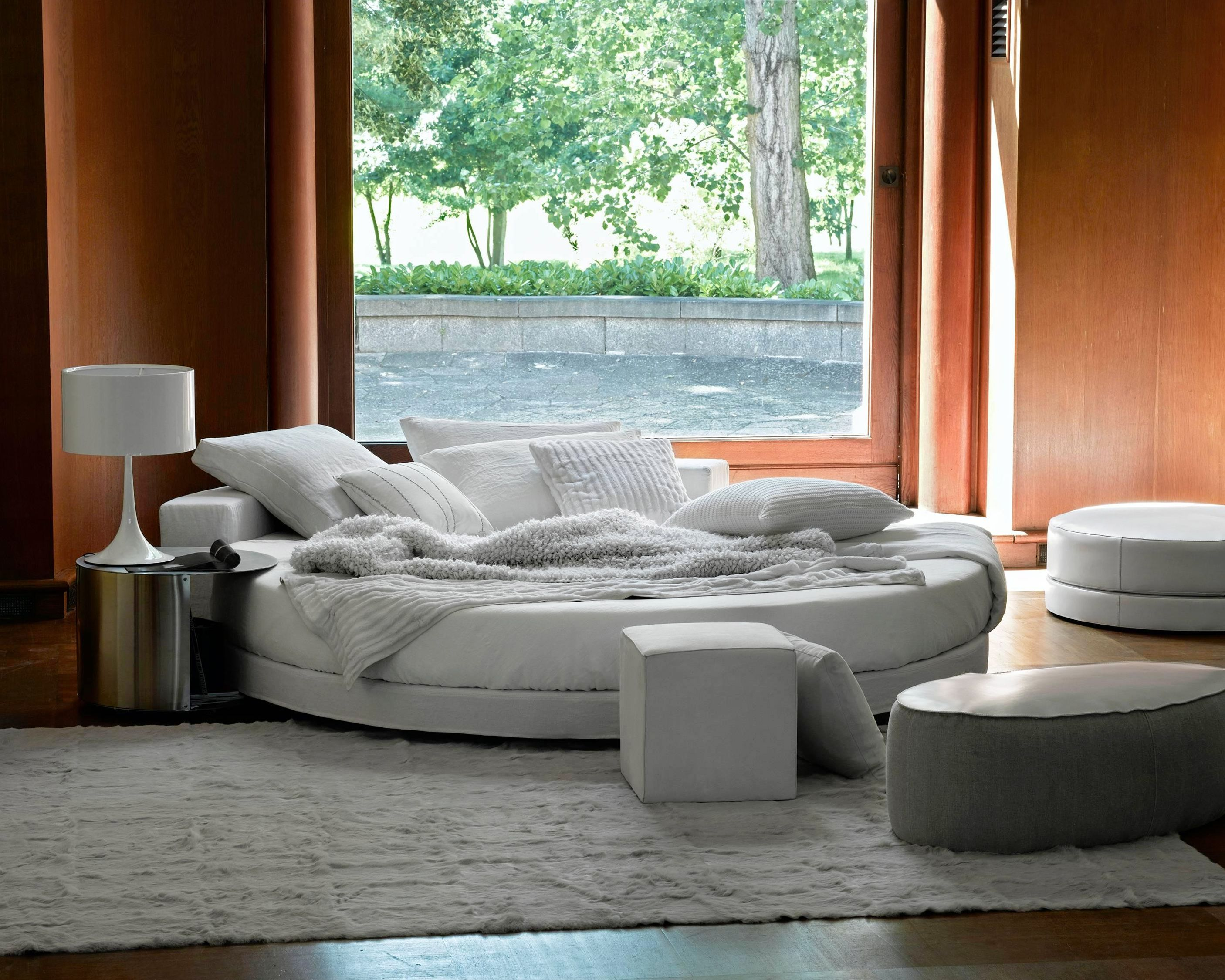 Sleeping on an Island  Round shapes, un-expected design of real beauty. Glamour by Ivano Redaelli is an icon able to pass the years and the change of fashions unscathed: a round bed with elegant and at the same time playful shapes.   _____ Discover more link in bio. #mohd_homedesign #designdetails #designinspiration #interiordesign #designitaliano #productdesign #rest #restroom #nightlife #relaxtime #sleepingroom #bedroom #bedroomdesign #ivanoredaelli #luxury
