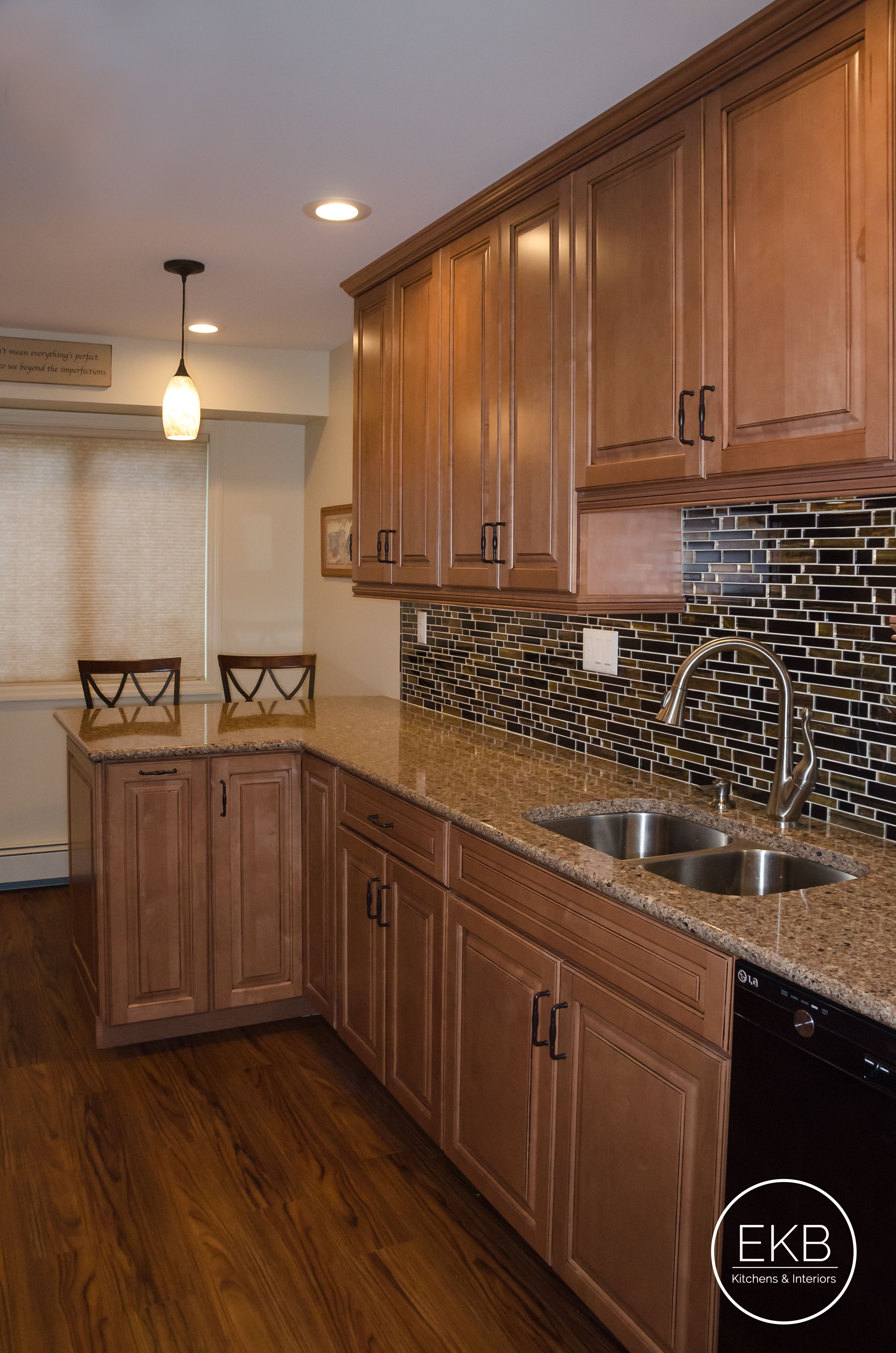 Waypoint 660r Maple Mocha Countertops Are Silestone Siena Ridge Kitchen Design Installing Kitchen Cabinets Kitchen Remodel