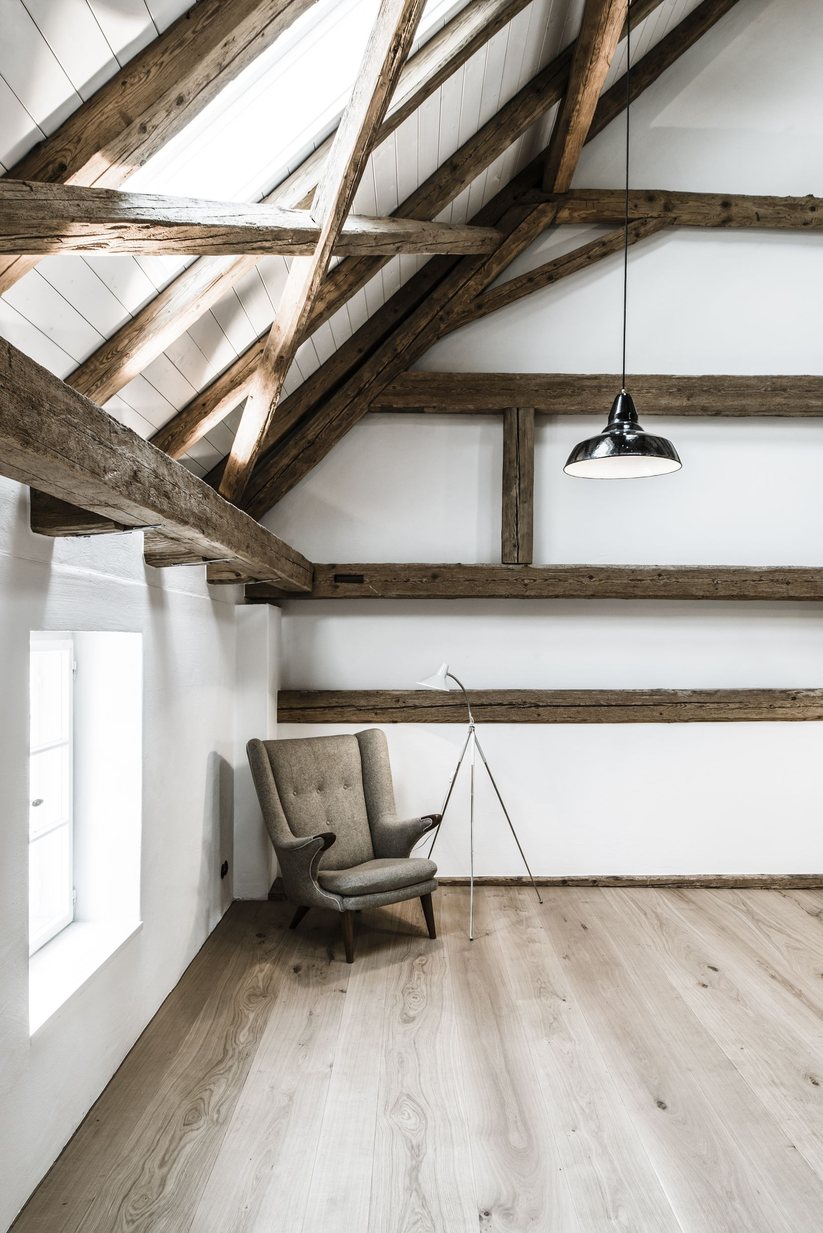 Dachgeschoss Balken In Grau
