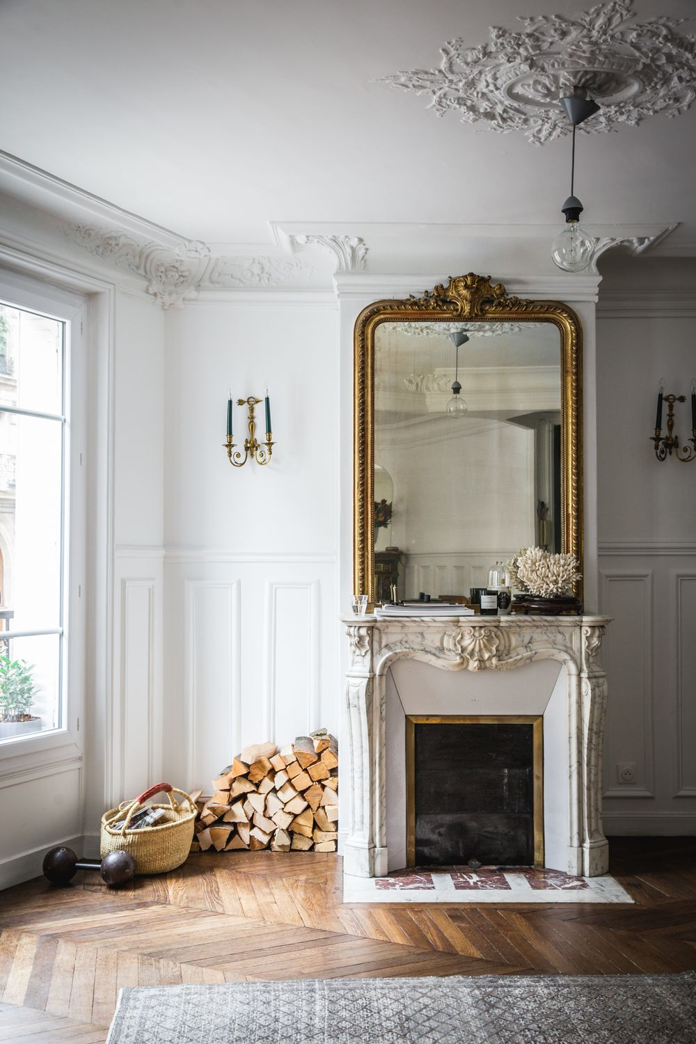 27 Parisian Fireplaces Mantel Decor Ideas In 2020 Paris Apartment Decor Parisian Interior Apartment Decor
