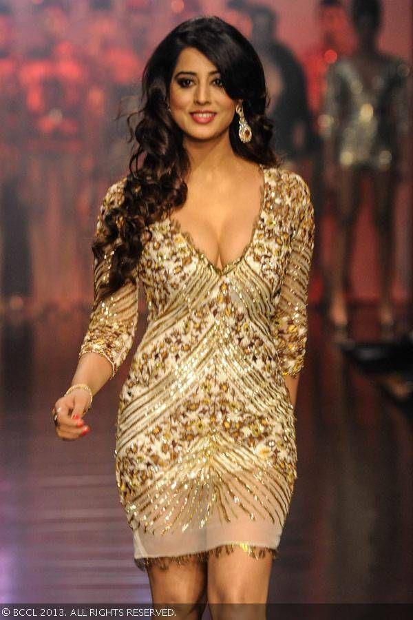 Lfw 13 Pria Kataria Puri Lakme Fashion Week Fashion Indian Actresses