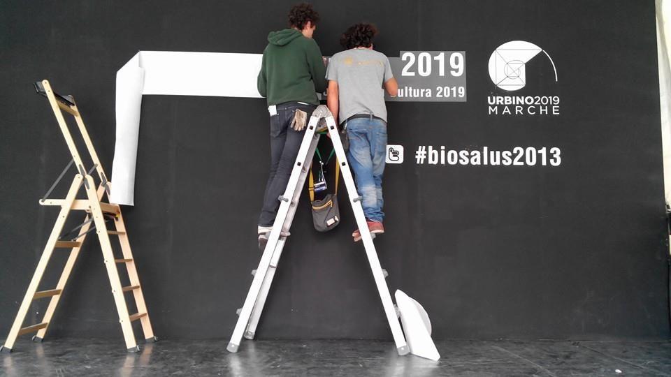 Installazione del palco di Biosalus Festival dedicato a #Urbino2019