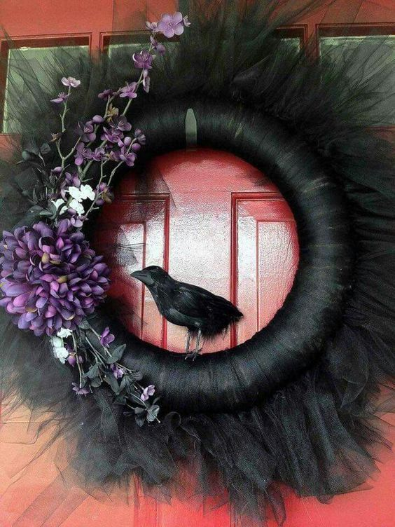 30+ Creepily stunning DIY Halloween Wreath ideas - Hike n Dip