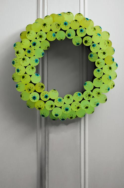 Eerie Eyeball Wreath!
