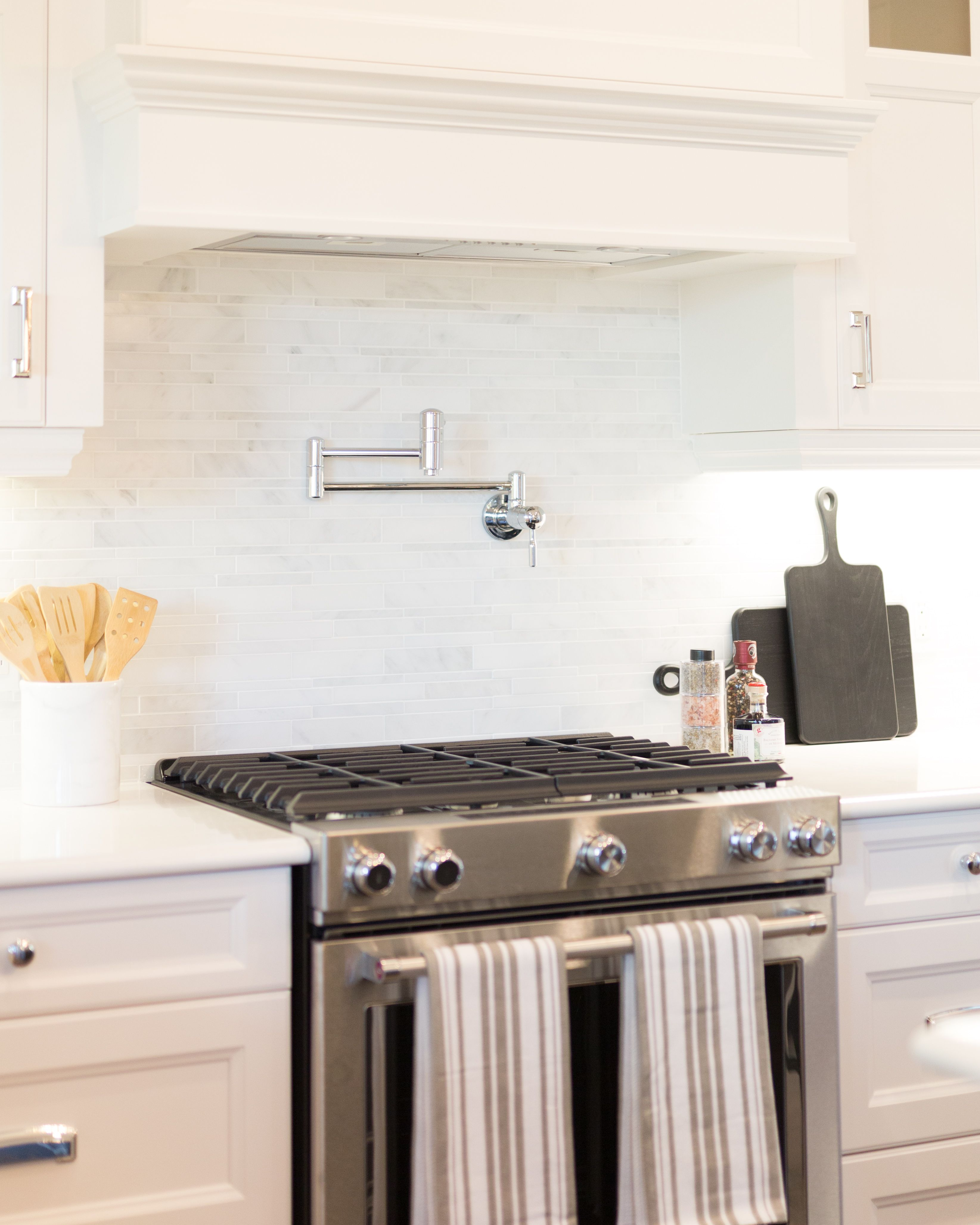 Functional Kitchen Styling & Staging c/o Plum Staging & Decor | Plum ...
