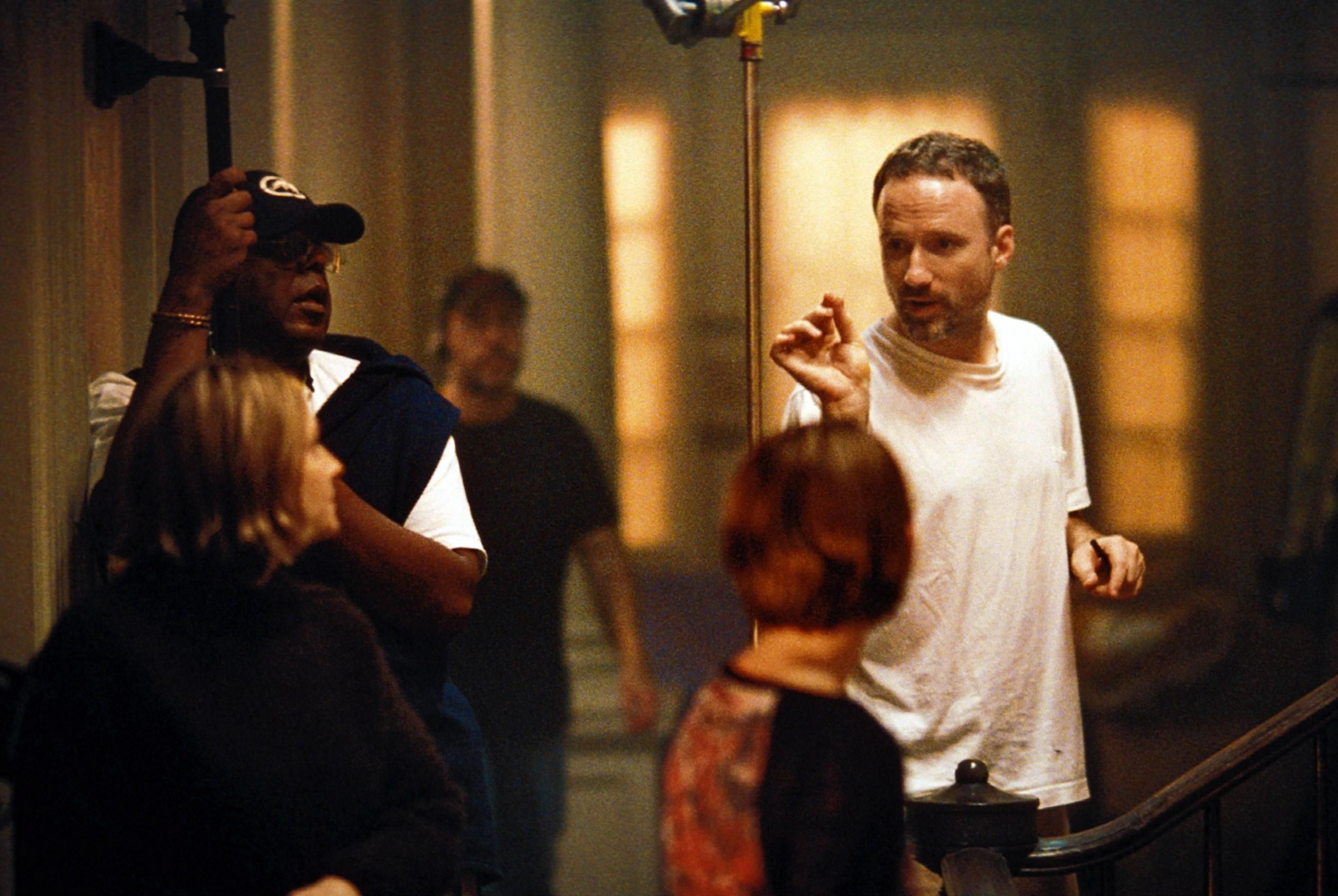 On The Set Of Panic Room 2002 L To R Jodie Foster Forest Whitaker Kristen Stewart Back To Camera Director David Fincher