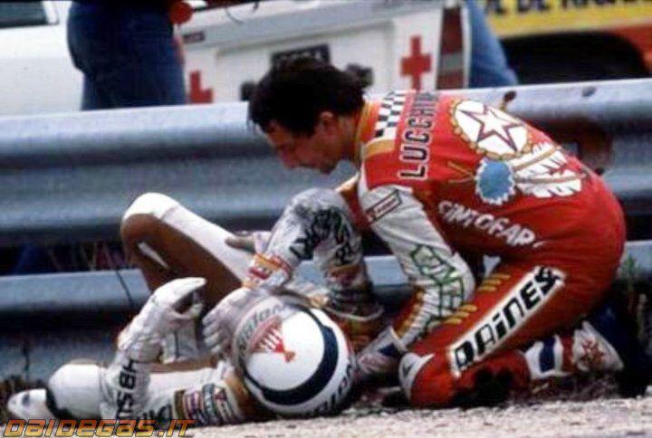 http://www.daidegasforum.com/images/667/marco-lucchinelli-franco-uncini-incidente.jpgからの画像