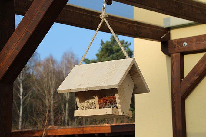 Futterhäuschen Selber Bauen Machen Sie Gartenvögeln Ein Freude Wenn Es  Draußen Friert Und Schneit, Ist