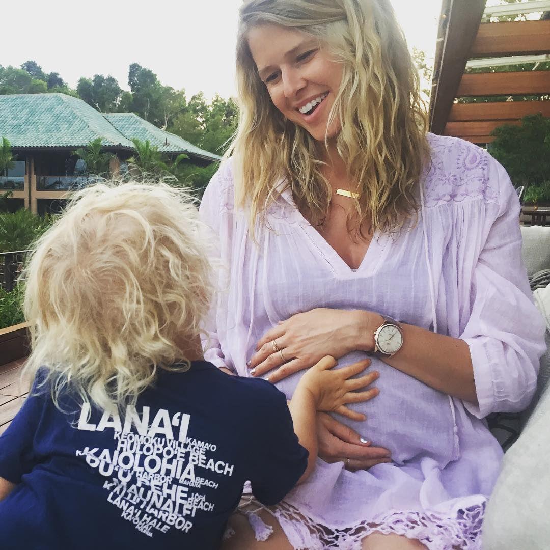 Sarah Wright Olsen.. #stylethebump #babymoon #fourseasonslanai