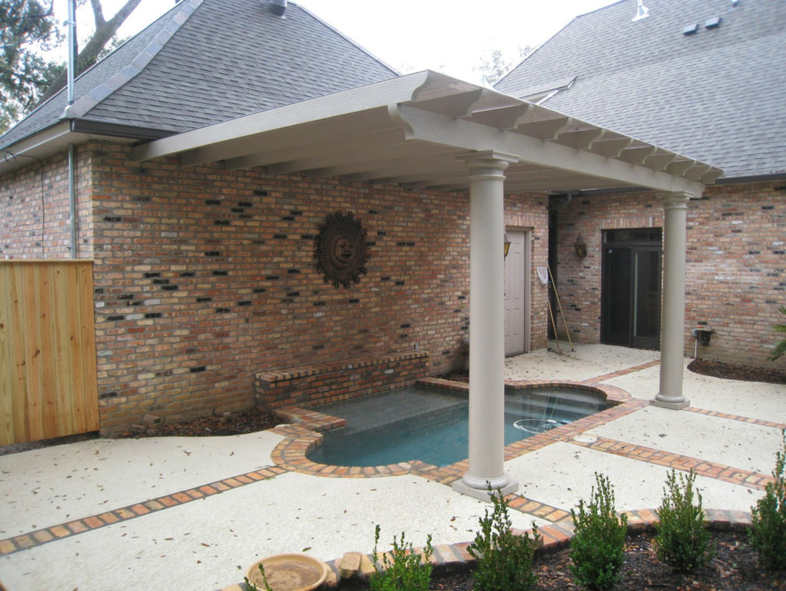 Snap N Lock Sip Patio Cover Utilizing Scalloped Rafters And Circular Columns Building Systems Patio Covered Patio