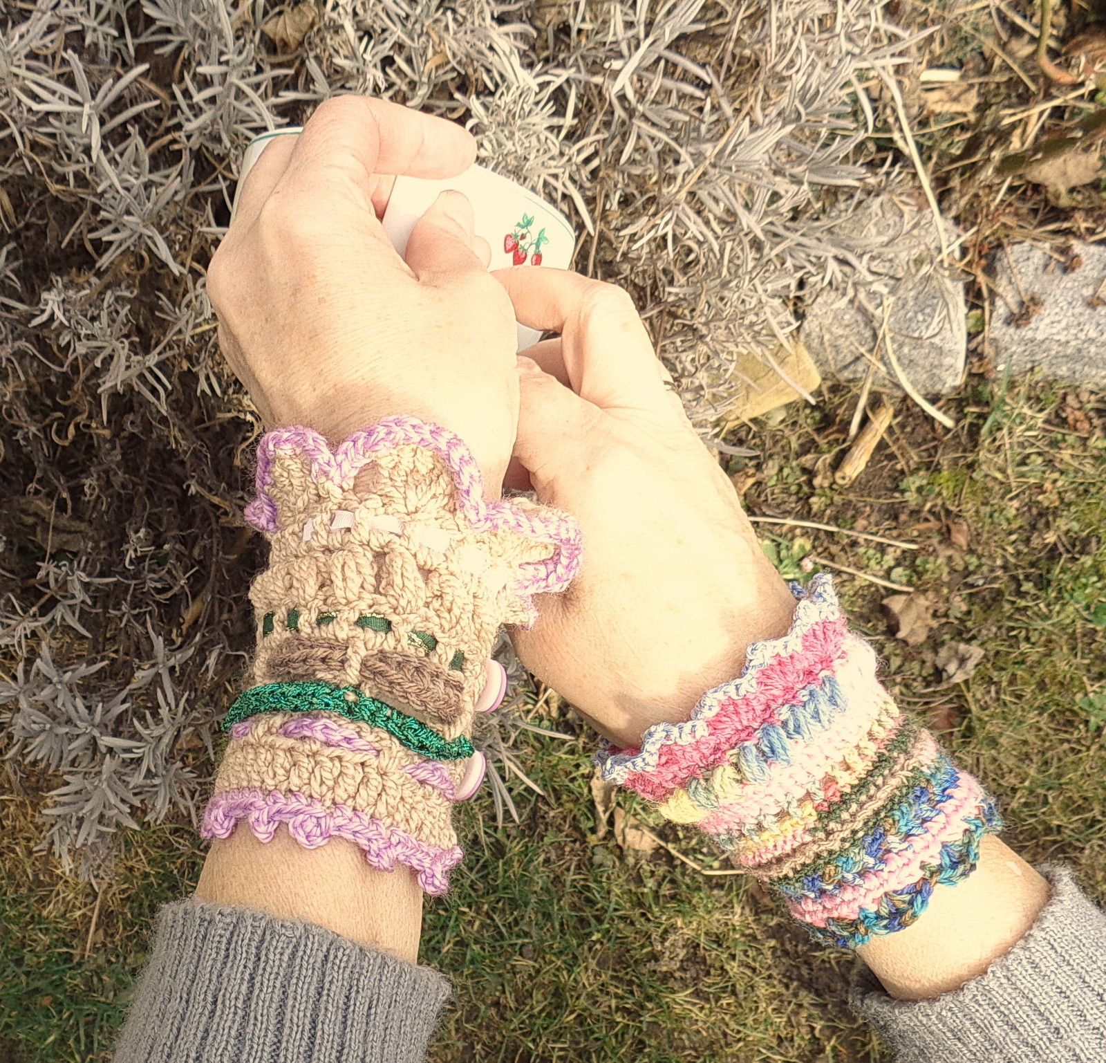 Manon+je+motýl....+Háčkovaný+náramek+z+příjemné+bavlny+ozdobí+určitě ... 291bc3dea7